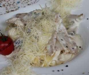 Фетучини с курицей и грибами